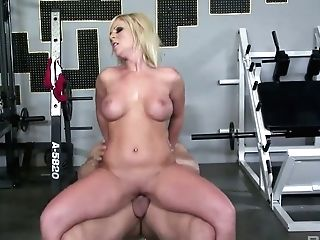 Platinum-blonde Sport Chick Ahryan Astyn Gives A Oral Job And Gets Fucked At The Gym