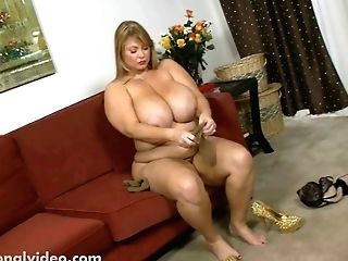 Big-titted Bbw Cougar Samantha 38g Bj's Candy Prick