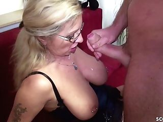 Desperate Housewife Entice Youthfull Repairman To Fuck Her
