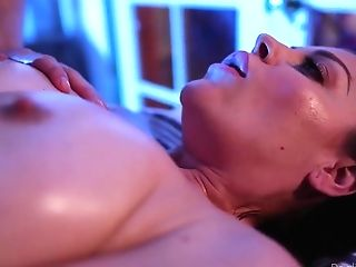 Arousing Act On Rubdown Table - Sovereign Syre
