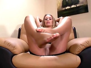 Nicole Aniston's Feet In Pantyhose