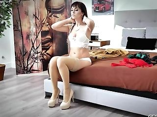 Spizoo - Mummy Alana Cruise Is Disciplined By A Big Hard Dick