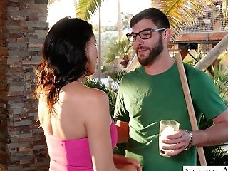 Stunning Ample Titted Housewife Reagan Foxx Tempts Gardener
