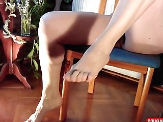 Feet Have Fun Matures Naked Mummy Shows Her Feet In Close Ups, Utter Bod, All Natural Nude, Hairy Vagina