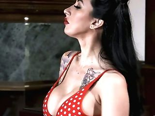 Ample Titted Tattooed Chick Lily Lane Tempts Wondrous Bartender