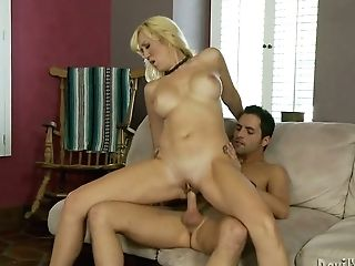 Hook-up-starved Matures Woman Rails Her Paramour To Orgasm