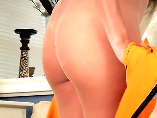 Matures Housewife Is Masturbating Her Cooter In Pantyhose