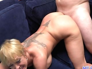 Bootylicious Cougar Dee Williams Permits To Attempt Her Delicious Moist Cooch