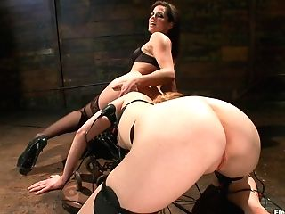 Bobbi Starr & Mallory Mallone In Please Me - Electrosluts