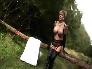 Nude Mummy Big Tits Takes A Piss Outside