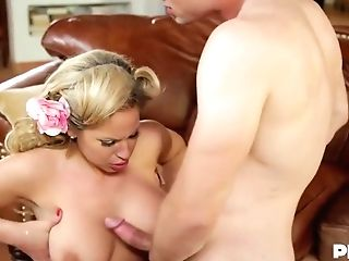 Olivia Austin Is A Smoking Hot Mummy Who Has A Thing For Fucking Junior Guys