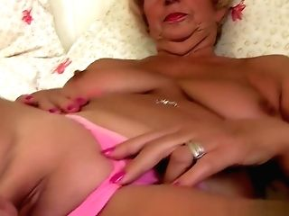 Chubby Granny Gets Her Old Coochie Fingerblasted By Photographer
